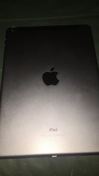 Ipad 2017 5th generation. Great condition. Looking for 200 or a laptop trade Lake Park, 28079