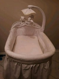 baby's white bassinet Miami, 33196