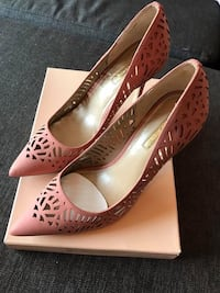 pair of brown leather peep toe pumps Montréal, H2G 2S3