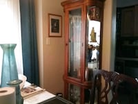 Beautiful cabinet, curved glass on sides $  Brampton, L6S 2B2