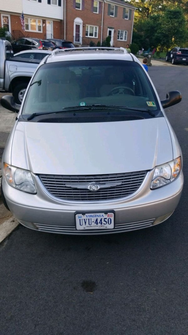 2001 Chrysler Town & Country 0