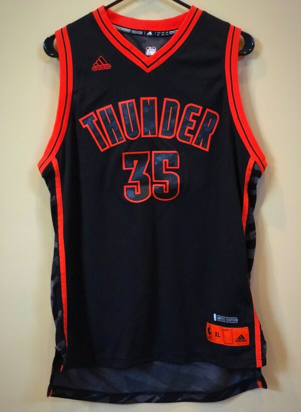 04081aa42b2 Brukt NBA Adidas OKC Thunder Kevin Durant  35 Limited Edition Jersey (Youth  XL) til salgs i Dallas - letgo