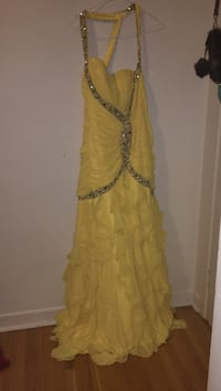 Women's yellow prom dress Ottawa, K2B 7T5