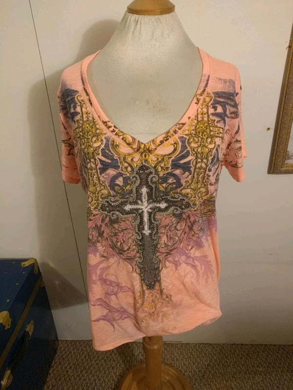 Angels and diamonds shirt L ce8559a7-4abd-413b-9e5a-f5ca981579d7
