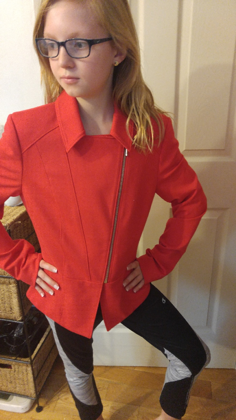 Laura size 4 Red suit jacket - Canada