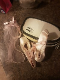Vintage Pointe shoes with box