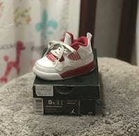 unpaired white and red Air Jordan 4 shoe with box