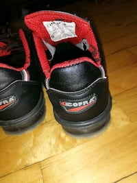 black-and-red Air Jordan basketball shoes Montréal, H8R 2S7