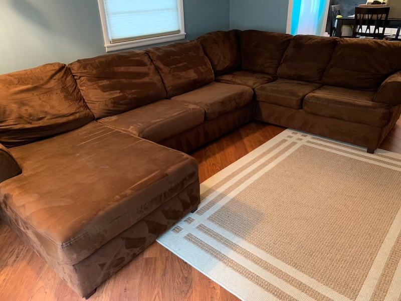 Sectional Couch with Chaise lounge  70ca2b5a-4416-47fd-8ec1-cc392836fab5