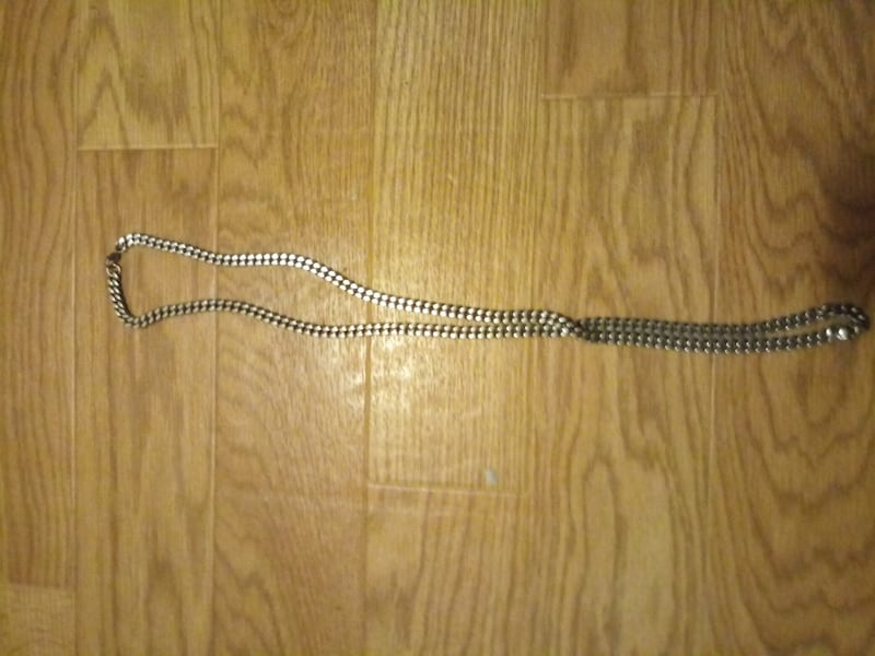 38 inch stainless steal chain. No scratches or damage ddeaed8c-109c-4014-81e7-c257863e9415