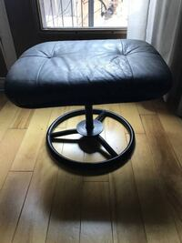 LEATHER CUIR BLACK FOOTREST WITH METAL PIPING Montréal, H2X 2K3