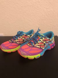 Pair of blue-and-pink running shoes Miramar, 33025
