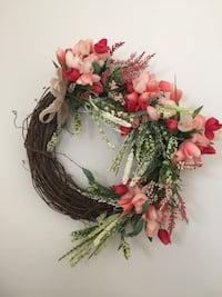 pink and red petaled flower wreath