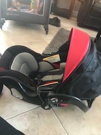 Baby's gray, black, and red car seat carrier Weston, 33326