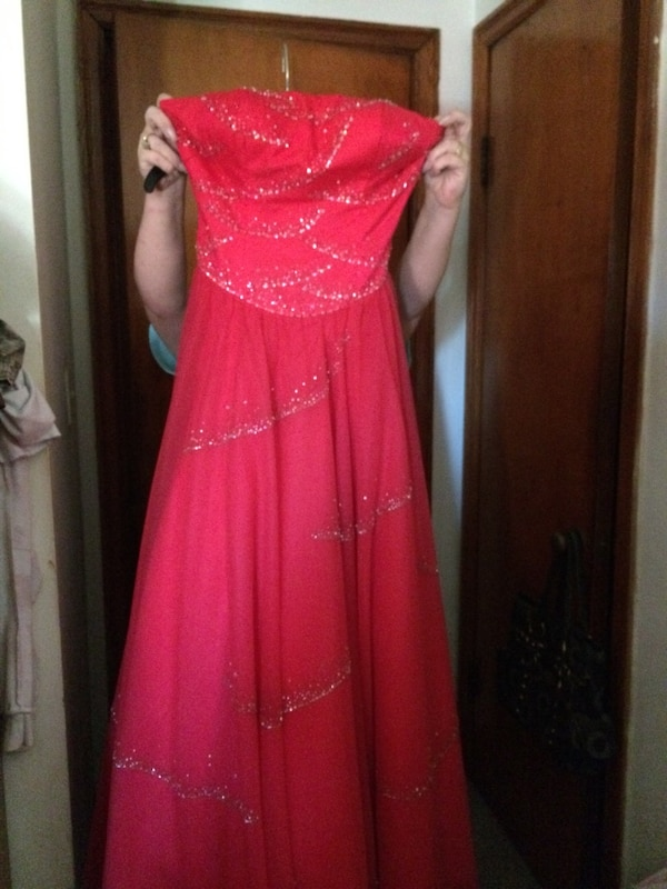 Used red tube evening gown for sale in Saint Albans - letgo