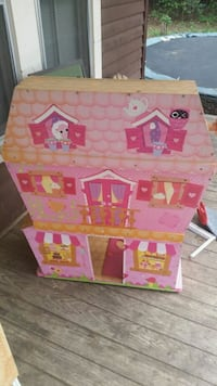toddler's pink and beige dollhouse
