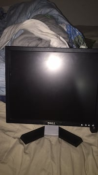 Dell monitor Surrey, V3R 0E5