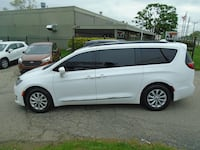 Chrysler Pacifica 2017 Redford