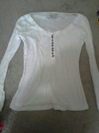 white scoop-neck long-sleeved shirt Federal Way, 98023