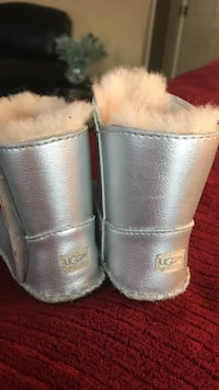 Infant's silver fur-lined ugg boots Great Mills, 20634