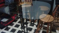 round glass top table with black metal base Brantford, N3R 1E8