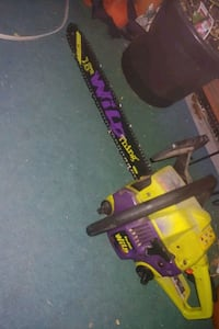 18 inch chainsaw just needs a tune up $40 pick up $50 delivered Toronto, M6N 1Y7