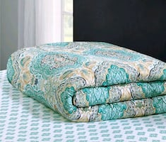 Bed spread King sized with 2 pillow shams.