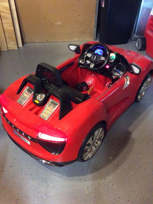 Children's red and black ride on convertible 43ba6dd6-f04d-4ea7-8015-ce9ee5a8776e
