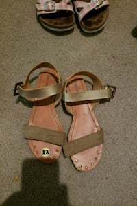 Womens Golden Sandals size 5/6 West Des Moines, 50265