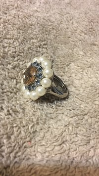 silver-colored and white pearl pendant Weslaco, 78596