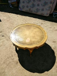 4' wooden round coffee table (Chico&Domingo) Albuquerque, 87108