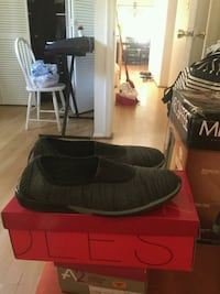 BRAND New shoes (never worn)(still with box) Herndon, 20170
