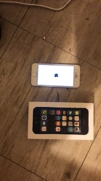 silver iPhone 5s with box Winnipeg, R3C 4J7