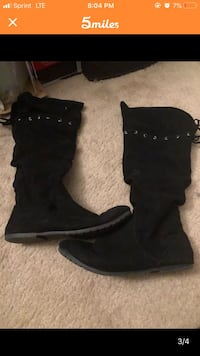 pair of black suede boots Irving, 75038
