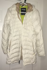 Rebook size small winter jacket ( fits medium as well )