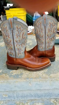 Ariat Heritage boots. New condition.