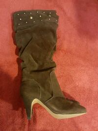 BOOTS WOMAN SIZE 7 Calgary, T2B 0G9