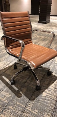 Brown leather padded rolling desk chair Mississauga, L5T 1A6