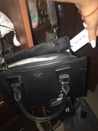 Guess purse never used  539 km