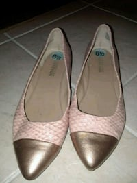 pair of pink and gold leather pointed-toe flats Toronto, M1P 5A8