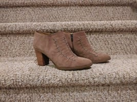 New Women's Size 9 Leather Bootie  [Retail $129]