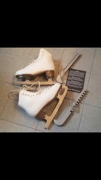 """Girls skate. Bought from 'Cyclone Taylor' Figure Skating. Tip to back heel 8.5 """""""