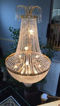 Crystal chandelier almost brand new great condition