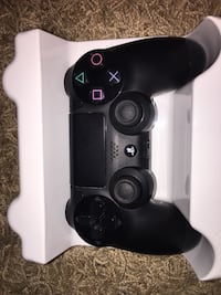 Ps4 controller and thumb grips  Surrey, V4N