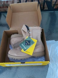 pair of brown leather boots with box DeSoto, 75115