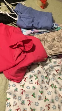 Size lg/xl scrubs includes 2 sets 1 jacket and 7 tops Lubbock, 79416