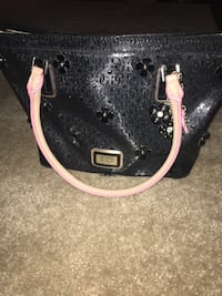 Guess purse great condition Milton, L9T