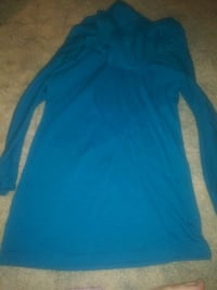 Ladies top size small!!