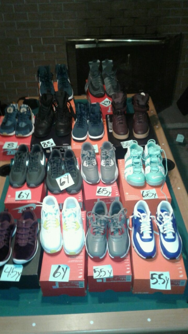 3e132150a2f7 Brukt assorted-color-and-pair of shoes with box lot til salgs i ...