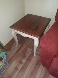 French country end table West Carrollton, 45449